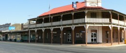 "(su157) BARMEDMAN ""THE QUEENSLAND HOTEL "" $275,000 FREEHOLD."