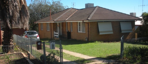 (jb65)  Parkes 12 Park Street, $185,000 Brick Investment