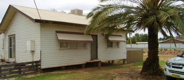 "(jb4) Lake Cargelligo 26 Holt St. ""Lake Views""Over 2000sqm $148,000"