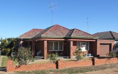 """(BZ31) Peak Hill 28 Caswell St,  """"Solid Double Brick"""" $165,000"""